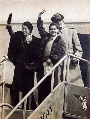 300px-MacArthur-family